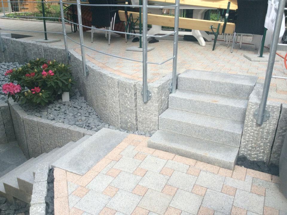 Garten, Gartenneuanlage, Stufen, Stelen, Gehwege und Steinbeete angelegt in Heilbronn-Biberach - Gartenparadies E. + L. Schmalz GbR