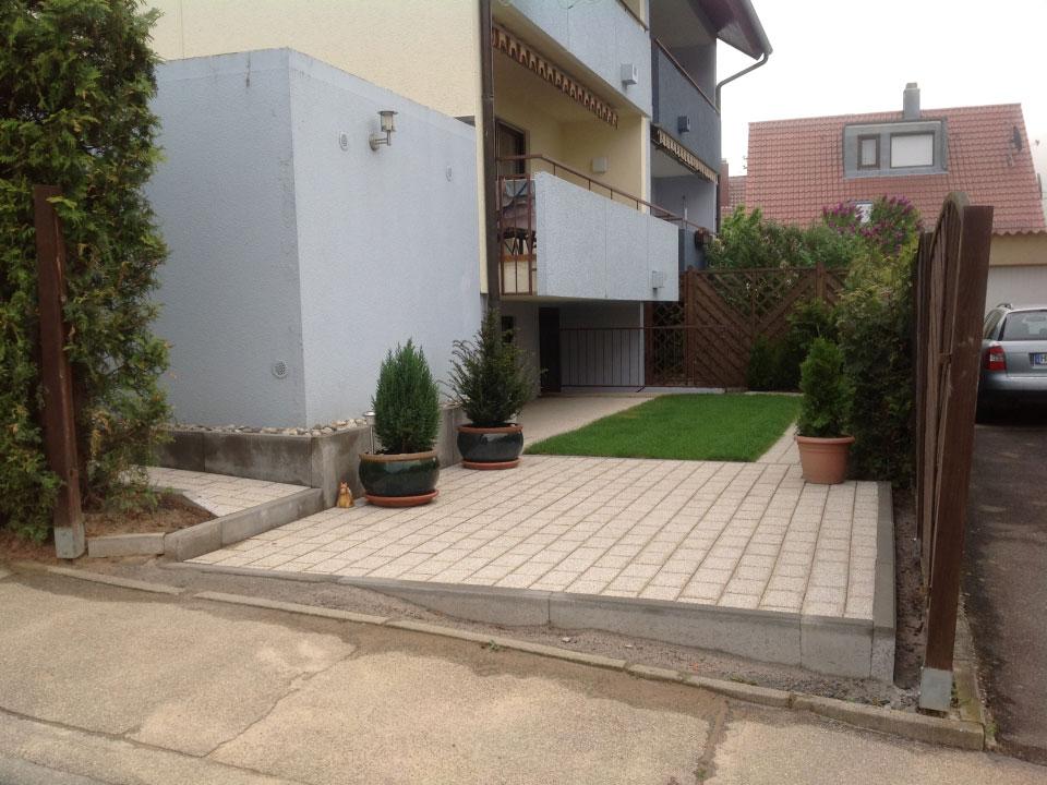 Gartenumbauarbeiten, Terrasse und Rollrasen neu angelegt in Heilbronn-Biberach - Gartenparadies E. + L. Schmalz GbR