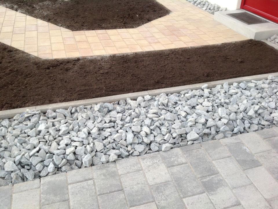 Grenzstein Steinbeet und Gehwege eingebaut in Nordheim - Gartenparadies E. + L. Schmalz GbR