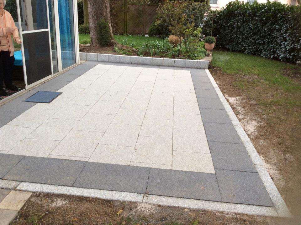 Terrasse angelegt und mit Granitrandsteinen eingefasst in Heilbronn-Böckingen - Gartenparadies E. + L. Schmalz GbR